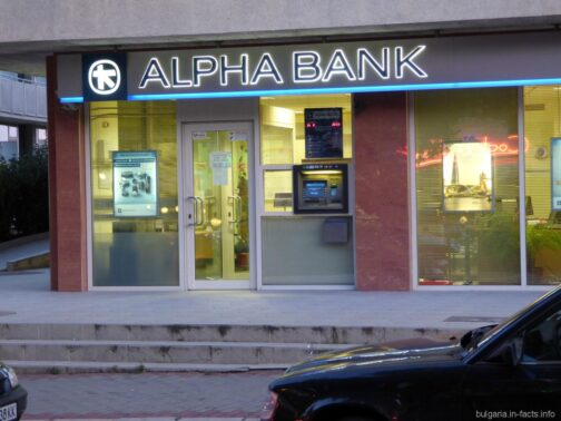 Банкомат в здании банка