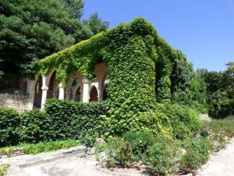Беседка в ботаническом саду Балчика