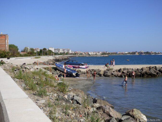 Бетонный пляж в Поморие