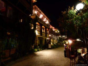Вечерние улочки старинного города Несебр в Болгарии