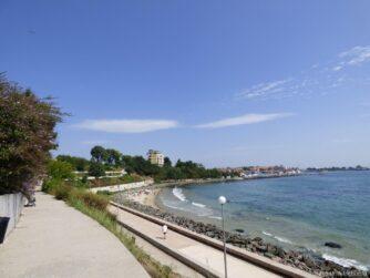 Вид на пляж и старый Несебр