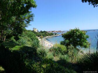 Вид на пляж с парка Несебра