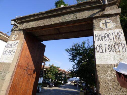 Вход на территорию монастыря Святого Георгия в Поморие