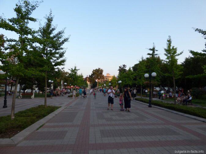 Главная улица в центре Помория