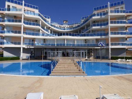 Гостиница на берегу моря в Ахелое