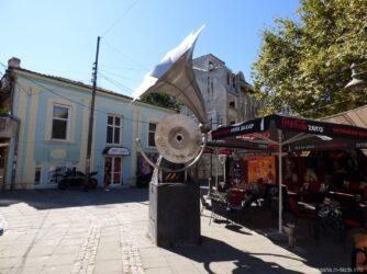 Грамофон возле ресторана в Бургасе