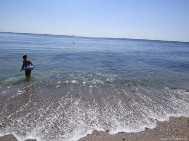 Дети на пляжах в старом Несебре