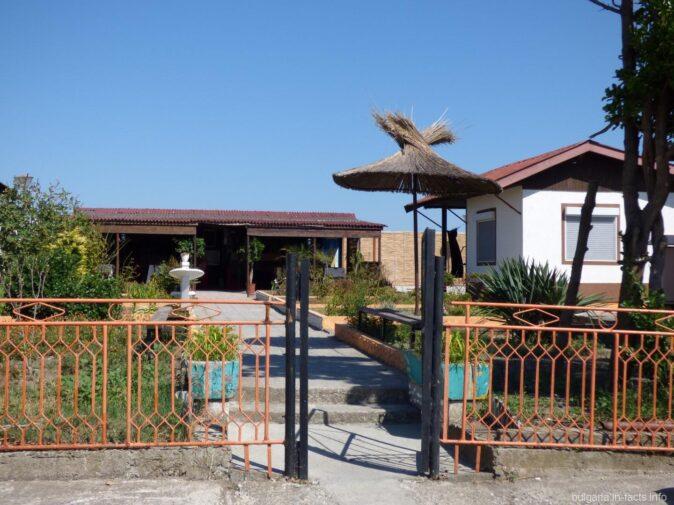 Дома для туристов возле Поморийского озера