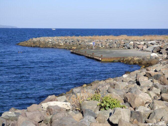 Железобетонная площадка фото дикого пляжа