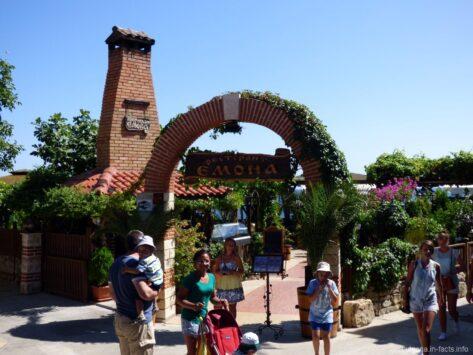 Зеленый ресторан в старой части Несебра
