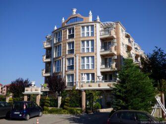Изящный отель в Равде