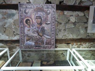 Иконы в монастыре в Поморьи