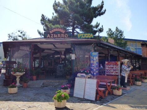 Кафе вдоль набережной Солнечного берега