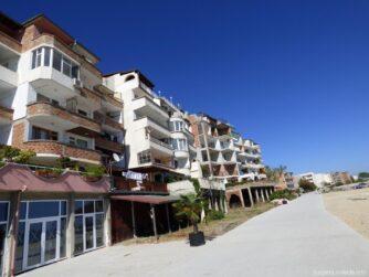 Квартиры на набережной в Поморье