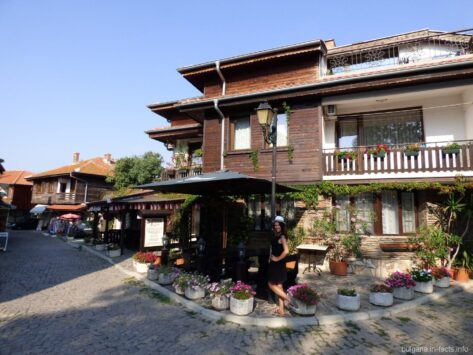 Красивые болгарские здания в Несебре