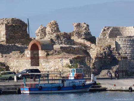 Крепостная стена в старом Несебре