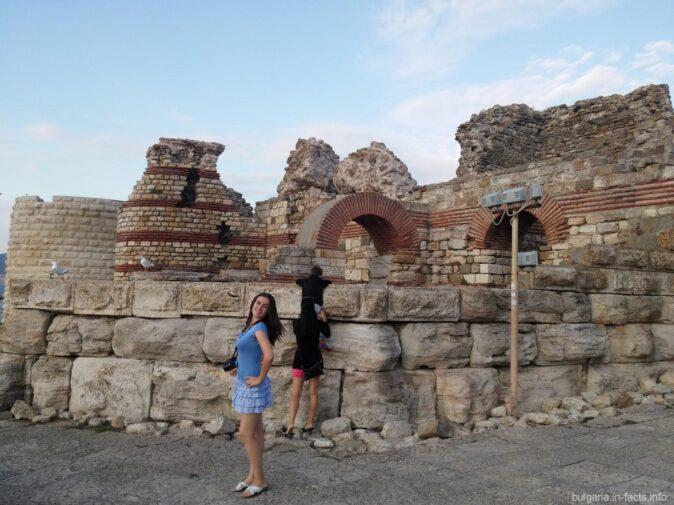 Крепостная стена старого города Несебр