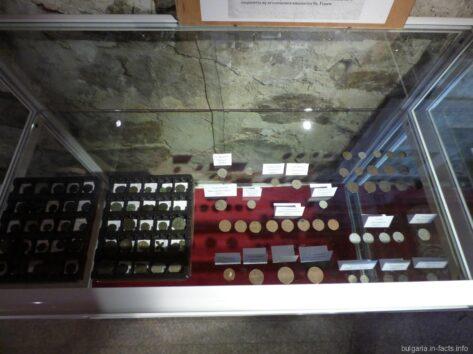 Монеты в монастыре Святого Георгия в Помории