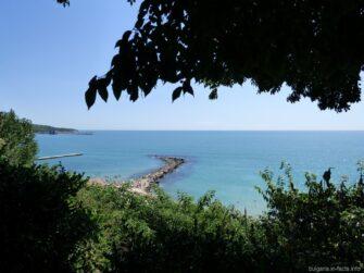 Морская гладь у берега Балчика