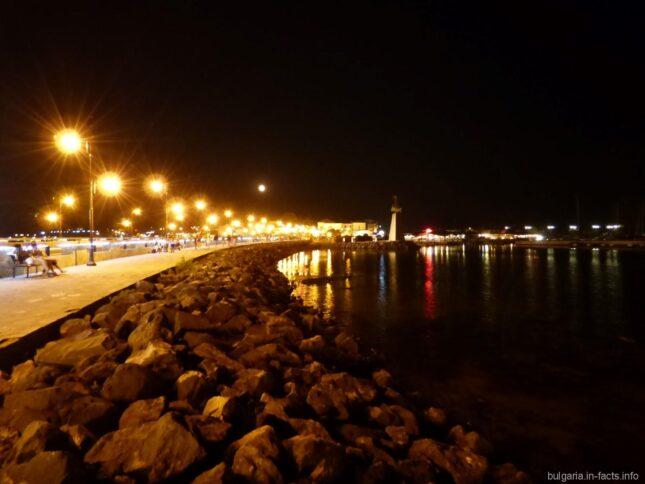 Мост в Несебр вечером
