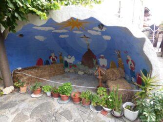 На территории церкви