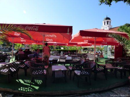 Небольшое кафе на центральной улице Помория