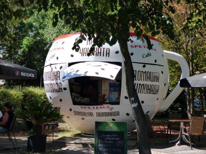 Небольшое летнее кафе в Бургасе