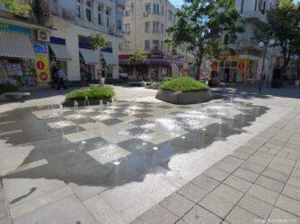 Небольшой фонтан посреди Бургаса