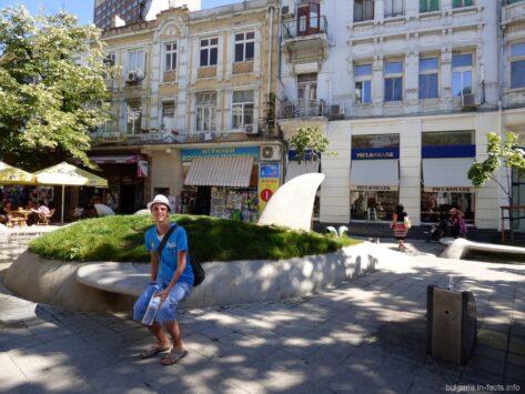 Необычная клумба в Бургасе