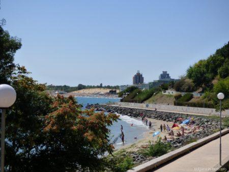 Несебр - пляж за камнями