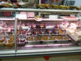 Оливки в супермаркете Болгарии
