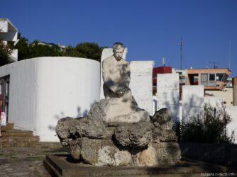 Памятник в старой части Помория