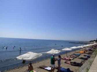Пляж возле гостиницы в Ахелое