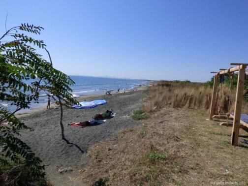 Пляж за кемпингом в Ахелое