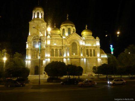 Подсветка собора в Варне
