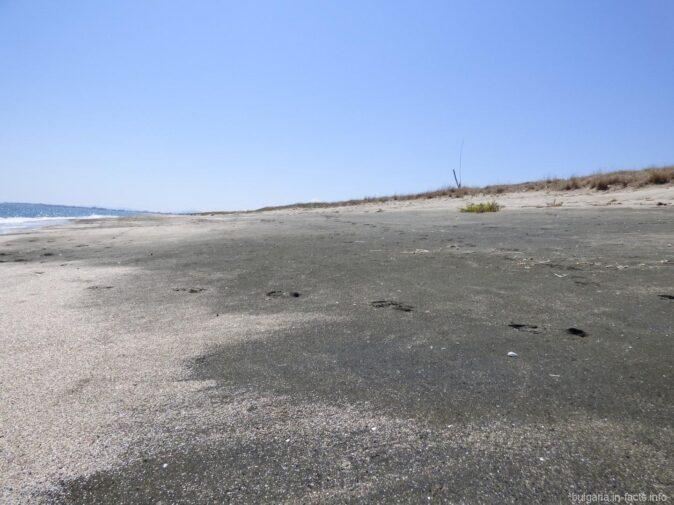 Пустынная песчаная коса в Поморие