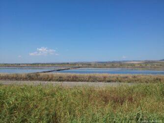Поморийское озеро, разделенное дамбами