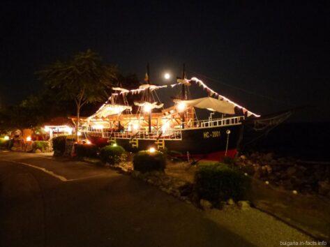 Ресторан на кораблике в Несебре