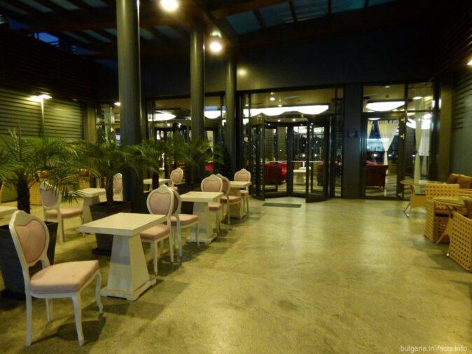 Ресторан на территории гостиницы на Солнечном береге