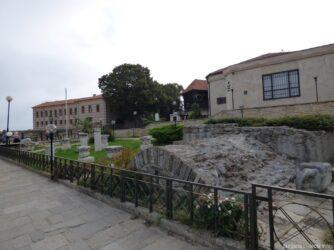 Руины на входе в старый Несебр