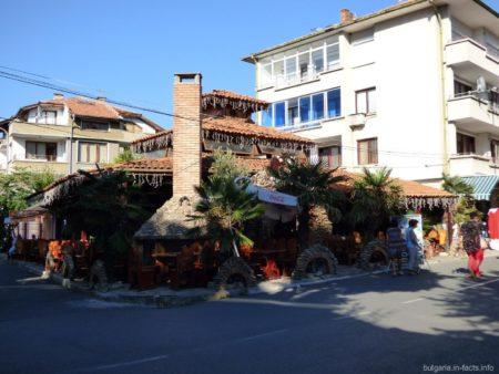 Симпатичный ресторанчик в городке Поморие