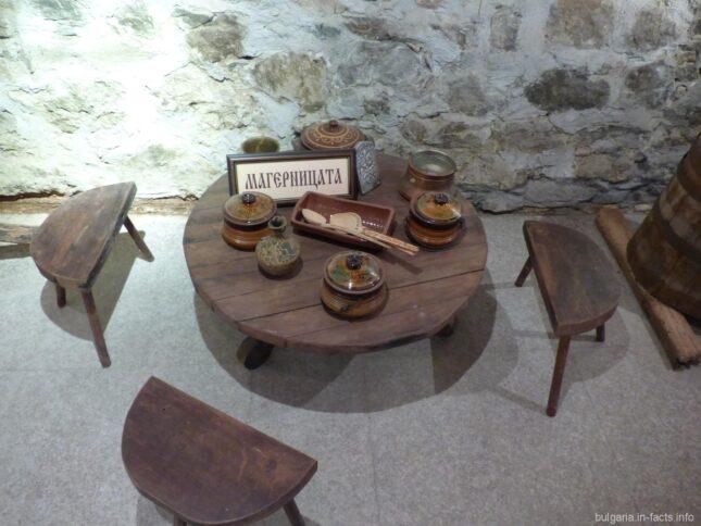 Скромные предметы обихода в церковном музее в Поморие