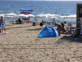 Спасатели на пляже Солнечного берега