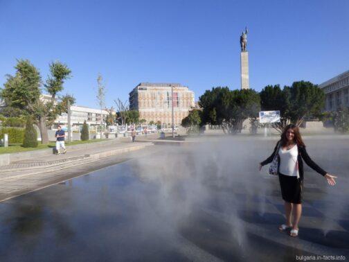 Странный фонтан в центре Бургаса