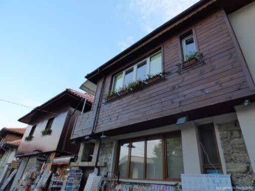 Типичные домики в старом Несебре