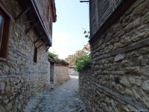 Узкими улочками старого Несебра