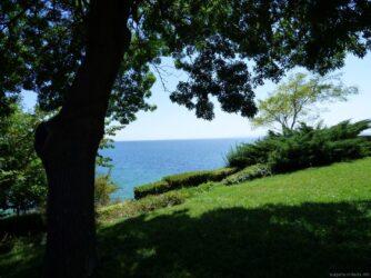 Фото парка у моря в Несебре