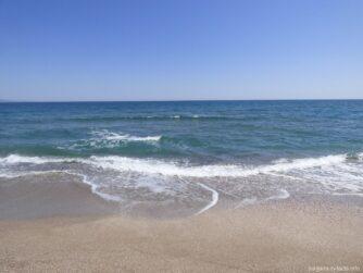 Черное море у песчаной косы Поморья