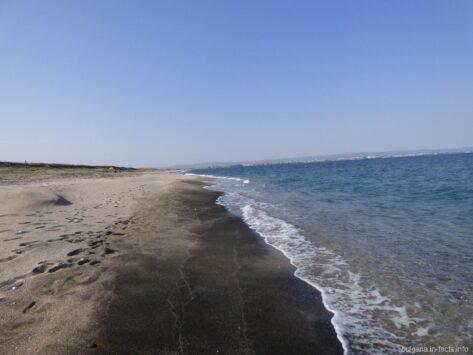 Чистый пляж на косе возле Помория