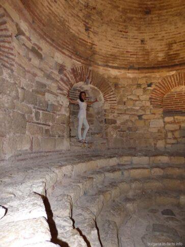 Фото в руинах церкви